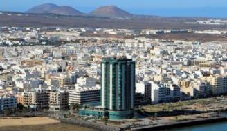 Detenidos dos hombres por robo con fuerza en unos apartamentos de Arrecife.