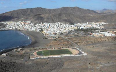Roban en un campo de fútbol de Fuerteventura