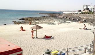 Roban en un velero en Fuerteventura.