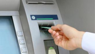 Atraca a una mujer que trataba de ingresar dinero en un cajero en Las Palmas de Gran Canaria.