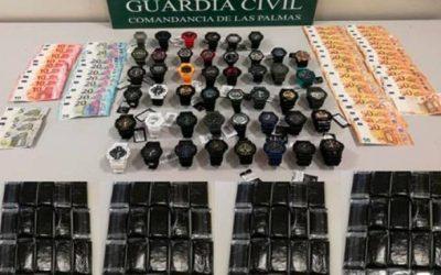 Dos detenidos por robar 45 relojes de un negocio y por posesión de 24 kilos de hachís