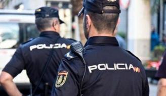 Detenidos tres hombres por amordazar y golpear a una anciana para robar su casa.